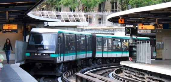 tips to politely and safely ride the paris métro